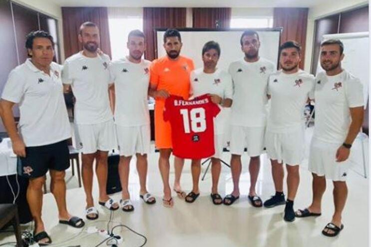 Internacional português Bruno Fernandes ofereceu uma camisola do Manchester United ao filho de João Pedro