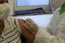 Vacina da Pfizer/BioNTech é administrada com duas injeções no braço com um intervalo de, pelo menos,