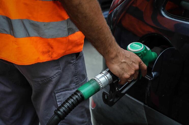 Carro arrombado para furtar gasolina em Lisboa