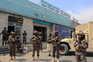 Os talibãs verificaram as credenciais dos norte-americanos e depois conduziram-nos até às instalações