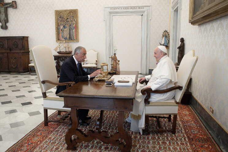 O Presidente da República portuguesa, Marcelo Rebelo de Sousa, e o Papa Francisco