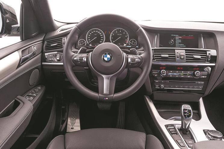 Vaga de assaltos a carros BMW só para roubar volantes