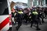 Opositores ao recolher obrigatório protestam nos Países Baixos