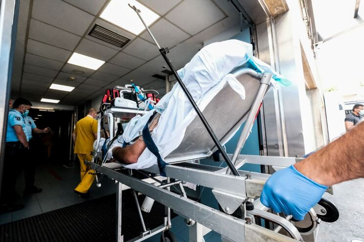 Mais 849 casos e cinco mortes: hoje é o quinto dia com mais infetados