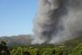 Dois aviões anfíbios médios atuando no flanco direito do grande incêndio florestal de Candemil - Vila