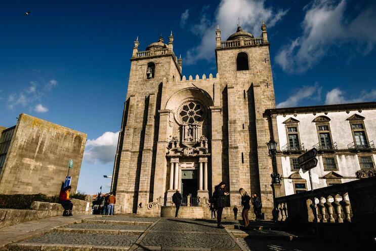 Cada uma das 477 paróquias da diocese do Porto irá decidir se adere ao lay-off e quantos funcionários