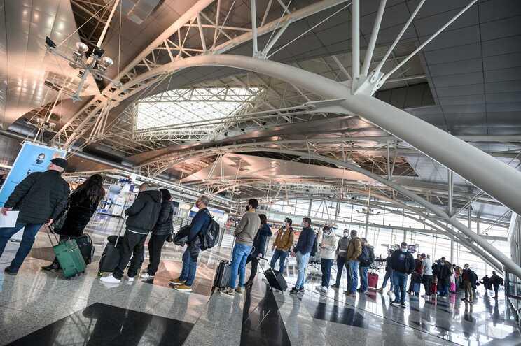 PSP apanhou 129 pessoas a tentarem viajar de avião sem poderem