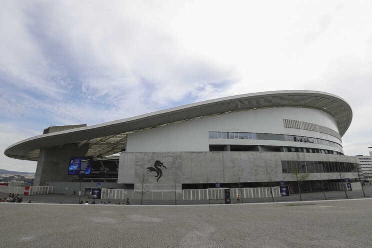 Chelsea e Manchester City vão defrontar-se no sábado, a partir das 20 horas, no Estádio do Dragão