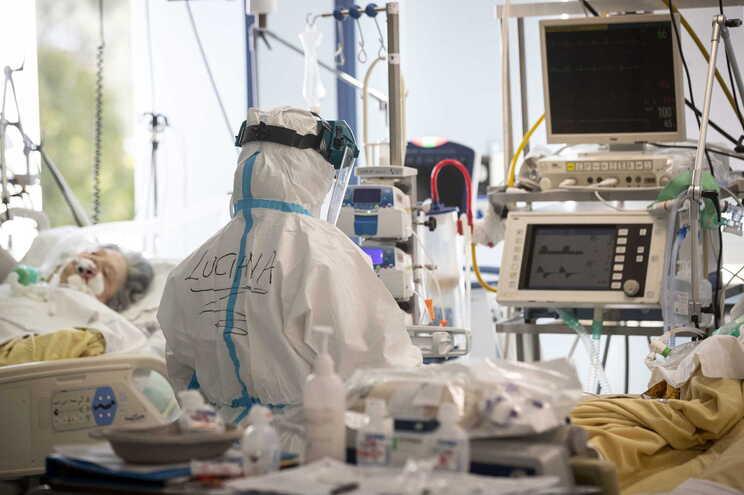 Itália ultrapassou a barreira das 60 mil mortes relacionadas com covid-19 no último domingo