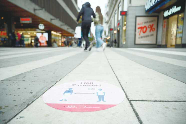 A prazo, a Suécia acabou por implementar medidas apelando ao distanciamento