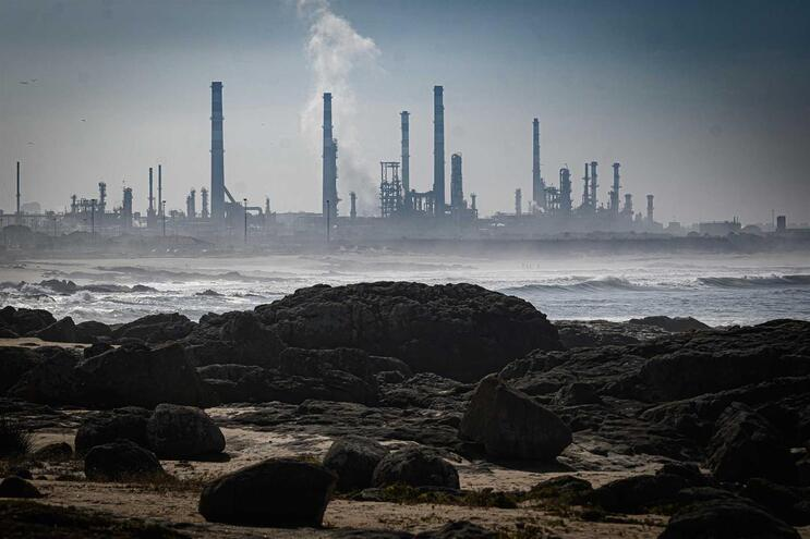 Uma das três fábricas da refinaria de Leça parou