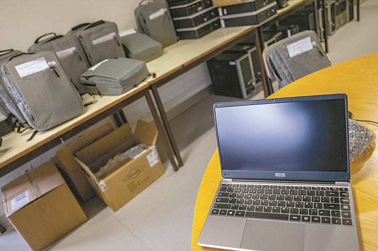 Docentes terão de devolver computadores se forem colocados noutra escola