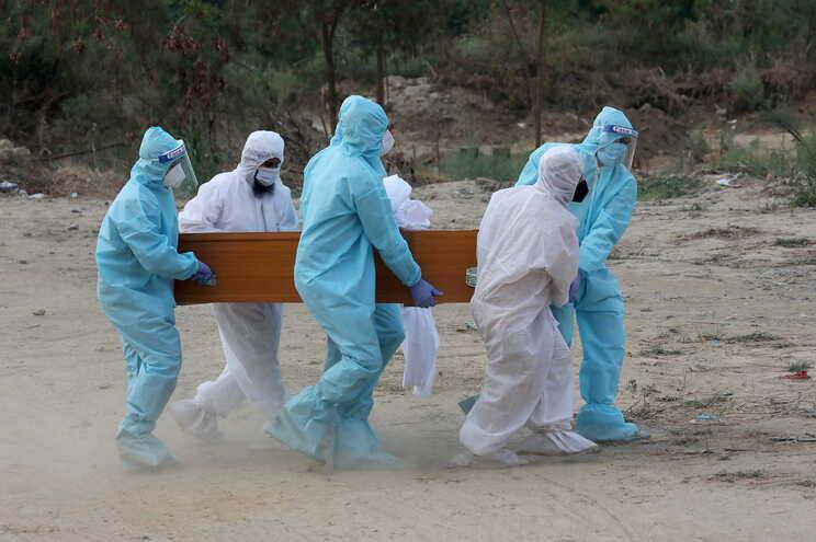 Índia regista perto de 12 mil mortos por covid-19