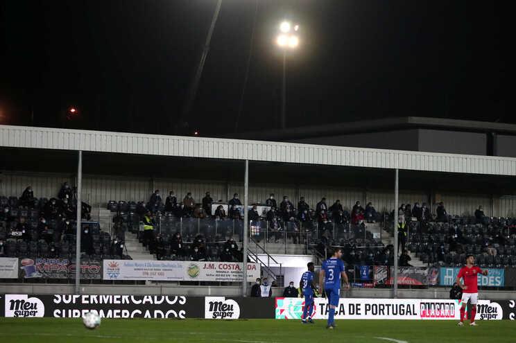 Bancada cheia no Paredes-Benfica? Protocolo permite uma centena de pessoas