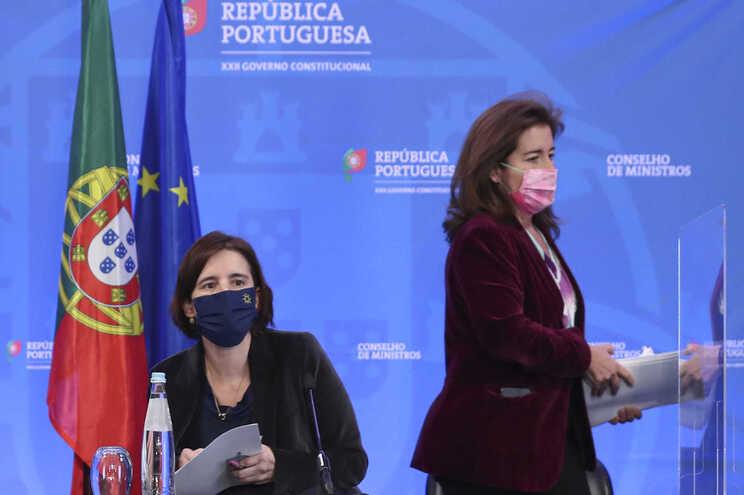 Ministra Mariana Vieira da Silva acompanhada pela ministra do Trabalho, Solidariedade e Segurança Social