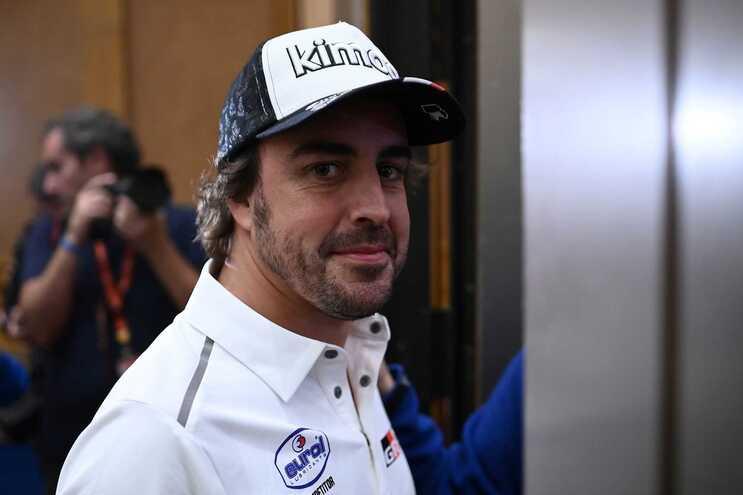 Aos 38 anos Fernando Alonso regressa à equipa onde começou o percurso na Fórmula 1