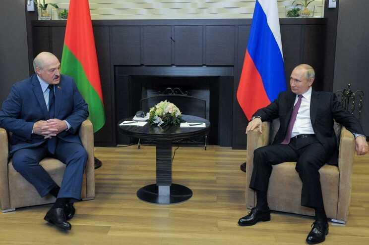 O presidente da Bielorrússia, Alexander Lukashenko e o presidente da Rússia, Vladimir Putin