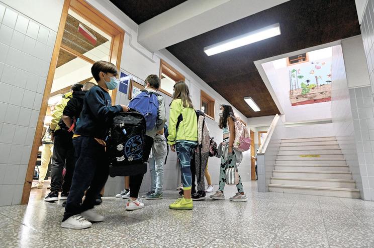 Cerca de 530 mil alunos do 2.º e 3.º ciclos regressam às escolas