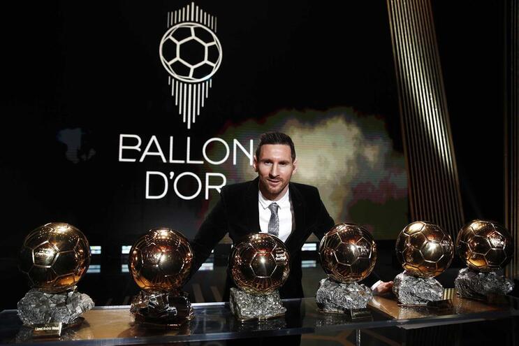 Messi conquista Bola de Ouro e supera Cristiano Ronaldo