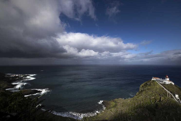 Vista do Farol do Gonçalo Velho na ilha de Santa Maria nos Açores