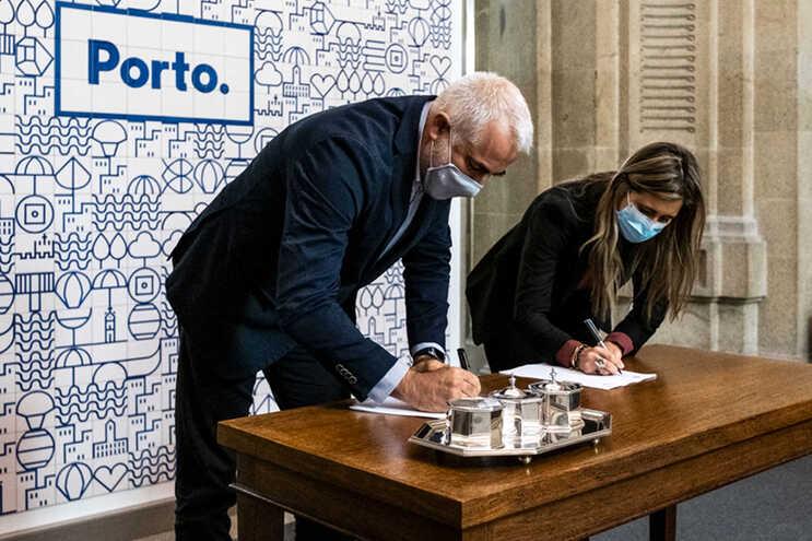 Vereadora Catarina Araújo assinou contrato