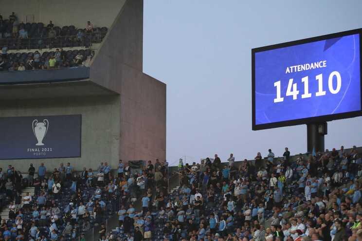 Bancadas do Dragão tiveram adeptos numa final lucrativa para o F. C. Porto
