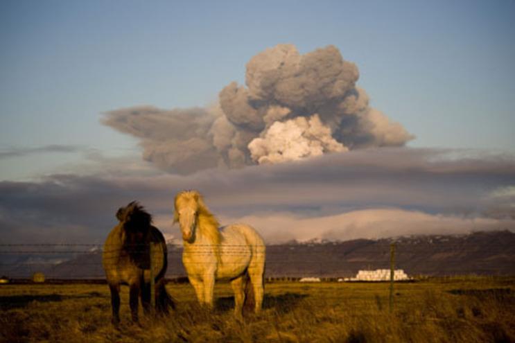 Nuvem de cinza vulcânica recuou para fora do espaço aéreo de Portugal