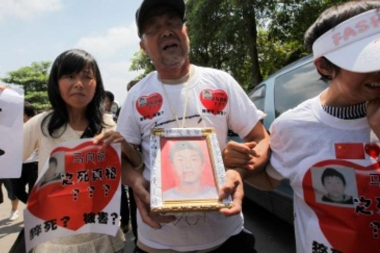 Familiares de funcionário que se suicidou