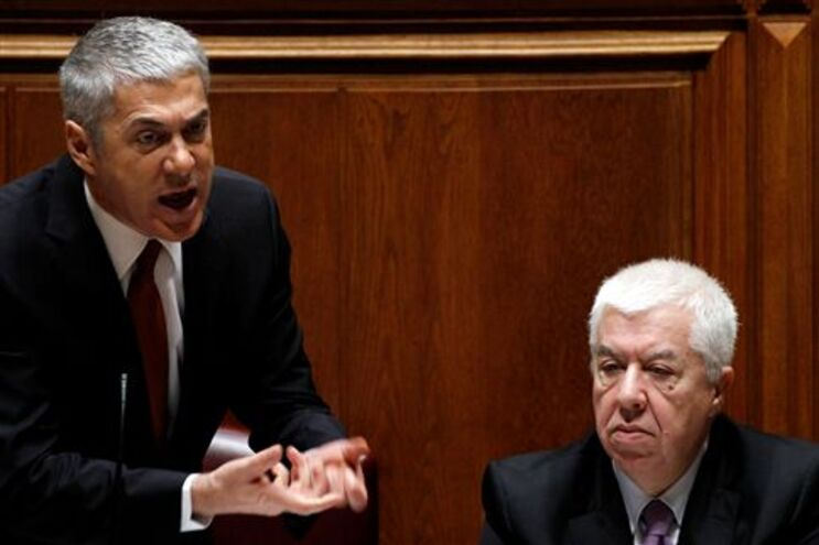 Acordo com PSD tem de ser levado até ao fim, diz Teixeira dos Santos