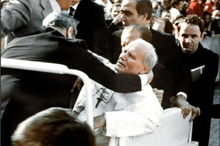 João Paulo II foi atingido por três tiros, a 13 de Maio de 1981