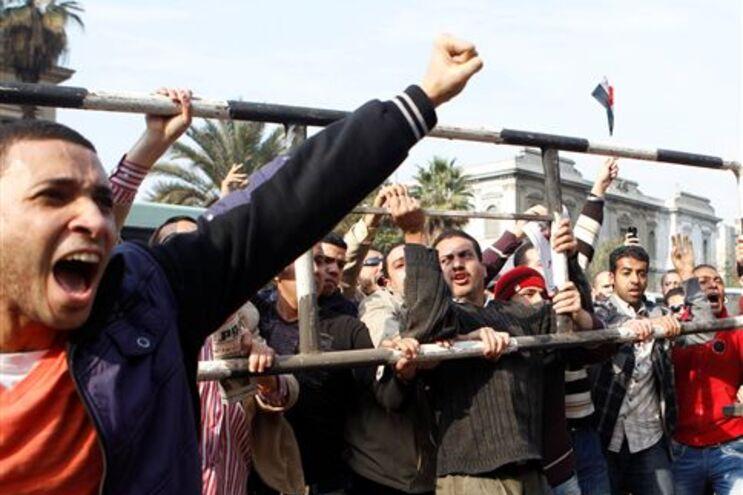 Milhares saíram às ruas para exigir a demissão de Mubarak