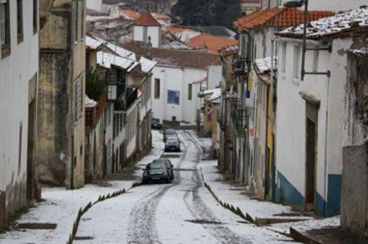 A manhã trouxe a neve de volta a Bragança
