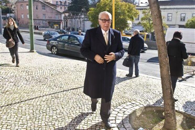 Almeida Santos deixou hipótese em aberto