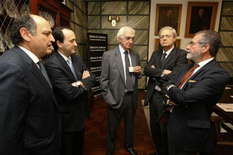 João Salgueiro, centro, e Campos e Cunha, direita, no encontro da Sedes