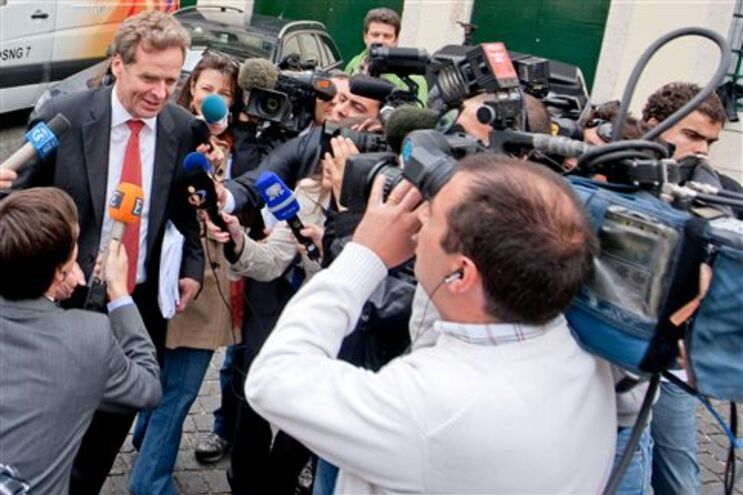 Representante do FMI à saída da sede do CDS-PP