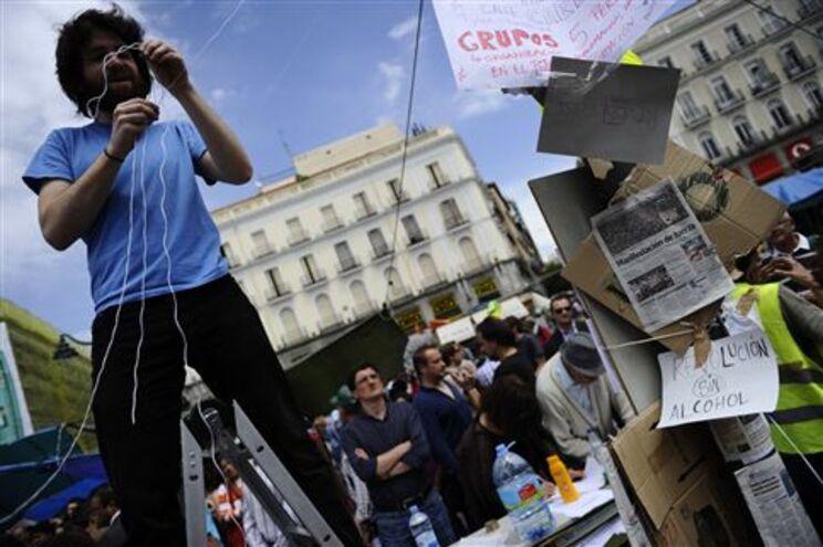 Manifestantes continuam em protesto no centro de Madrid