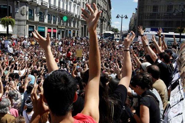 Milhares de jovens em Madrid e outras cidades espanholas