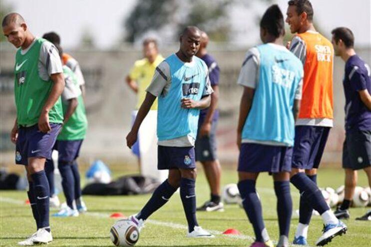 Djalma no centro das atenções no segundo treino da época do F. C. Porto
