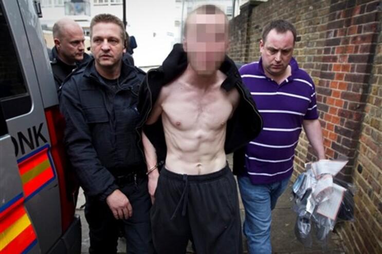 Suspeito foi detido em casa