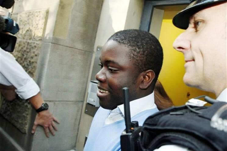 Adoboli à saída do tribunal de Londres onde foi ouvido