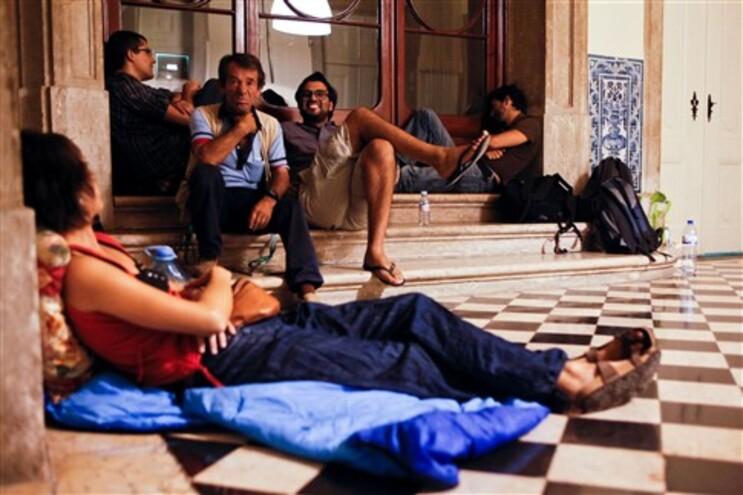 Um grupo de 12 professores passou a noite no átrio do Ministério da Educação