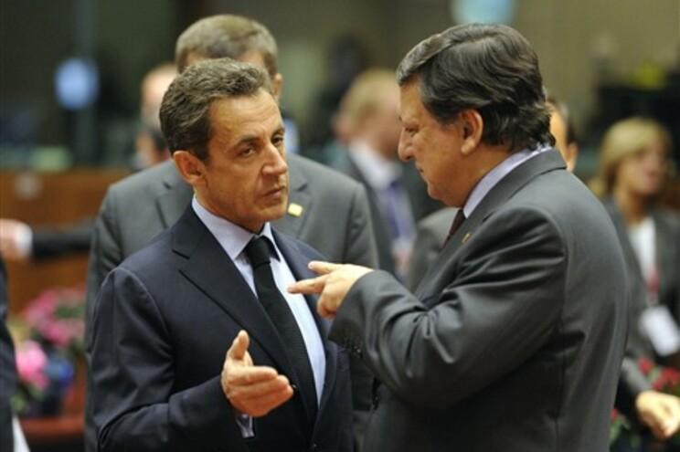 Durão Barroso conversa com presidente francês Nicolas Sarkozy