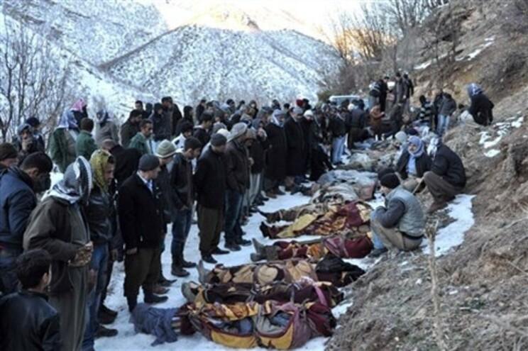 Corpos das vítimas do ataque da Força Aérea da Turquia