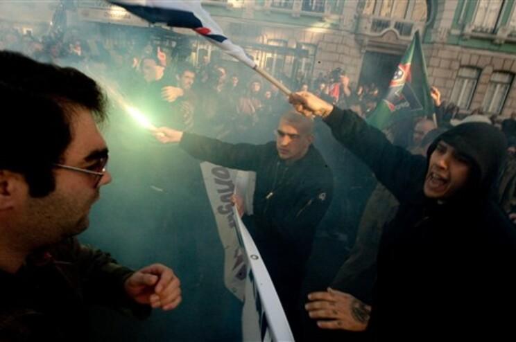 Grupo nacionalista hasteou bandeiras e gerou-se a confusão