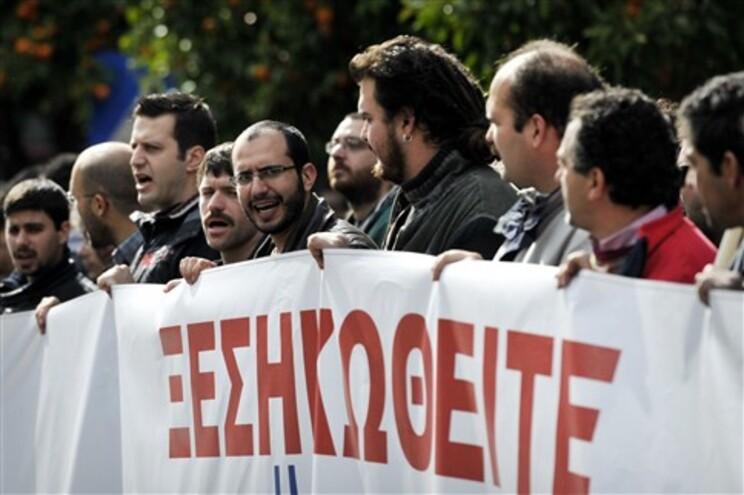 Comissão Europeia diz que terminou prazo para acordo de ajuda internacional à Grécia