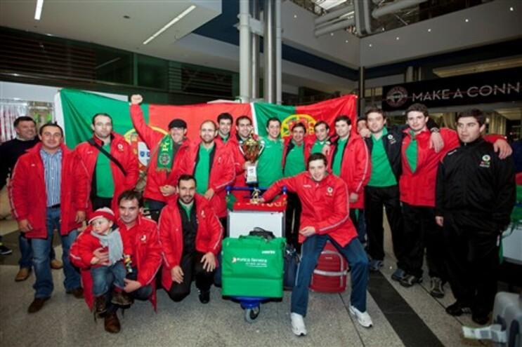 Atletas felizes à chegada a Portugal