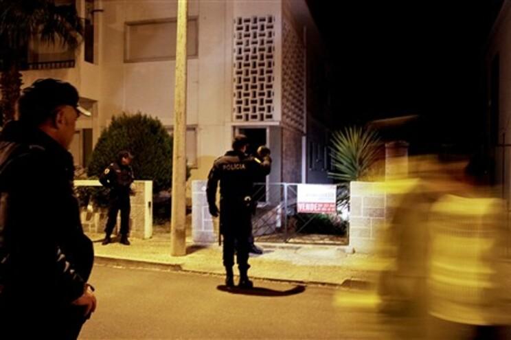 Polícia encontrou corpos no interior da casa