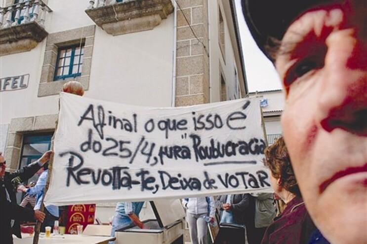 A 26 de Abril de 23009, a inauguração do Largo Doutor Salazar deu origem a protestos