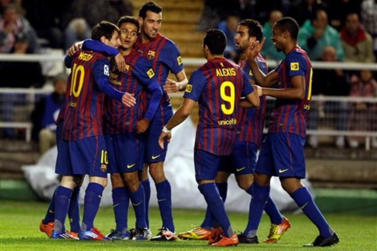 FC Barcelona dá 7-0 ao Rayo e adia festa do Real Madrid