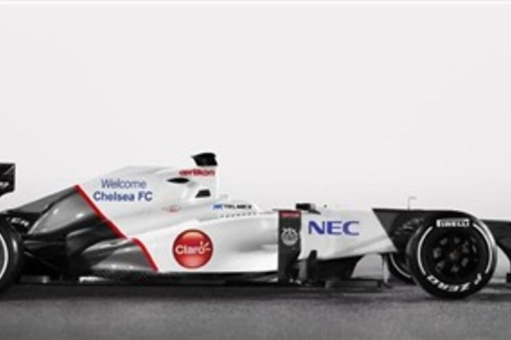 A mensagem de 'Welcome Chelsea FC' no carro da equipa de F1 Sauber será usada durante testes em Itália